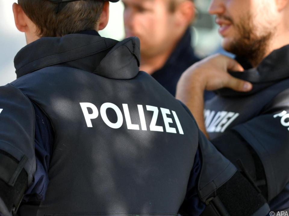Rabiater Rollstuhlfahrer gegen Polizei