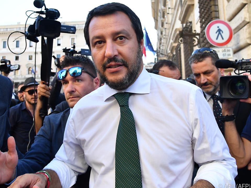 Salvini nimmt sich Migrations- und die Sicherheitsfragen an