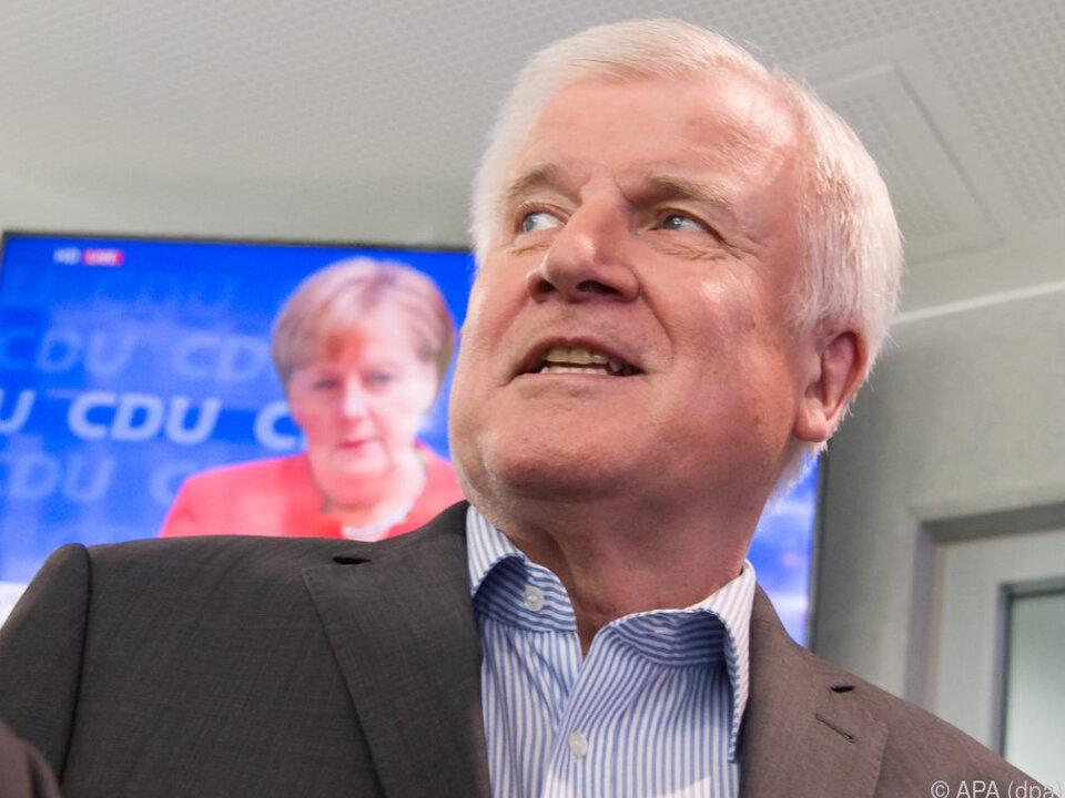 Seehofer poltert weiter gegen Merkel