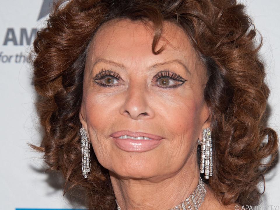 Sophia Loren schaut sonntags das Mittagsgebet vom Papst im TV