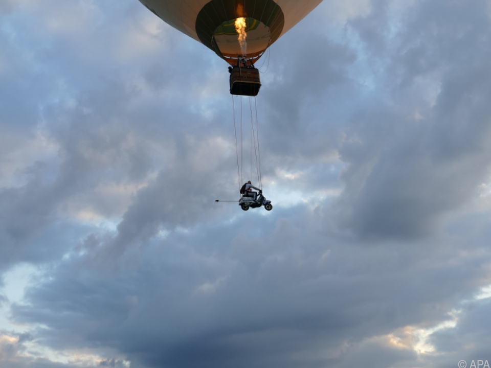 Stuntman Schachermayr sprang aus 5.800 Metern Höhe ab