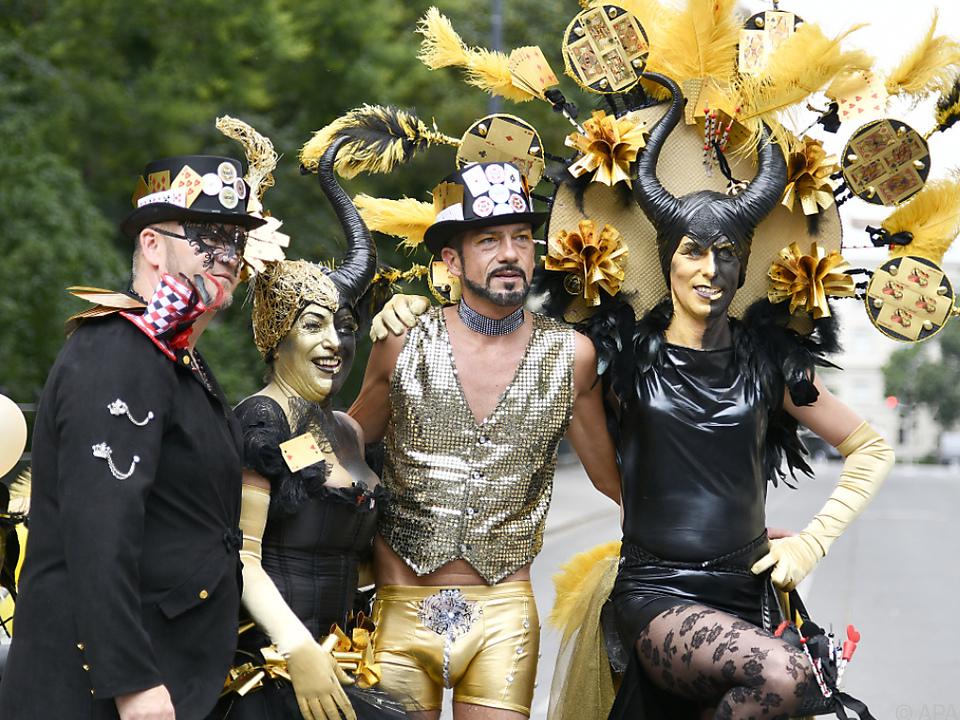 Teilnehmer der 23. Regenbogenparade