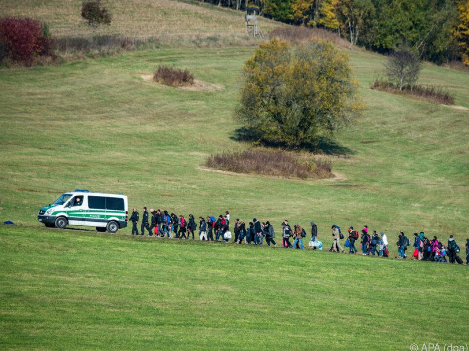Zahl der Asylanträge auf 1,23 Millionen zurückgefallen