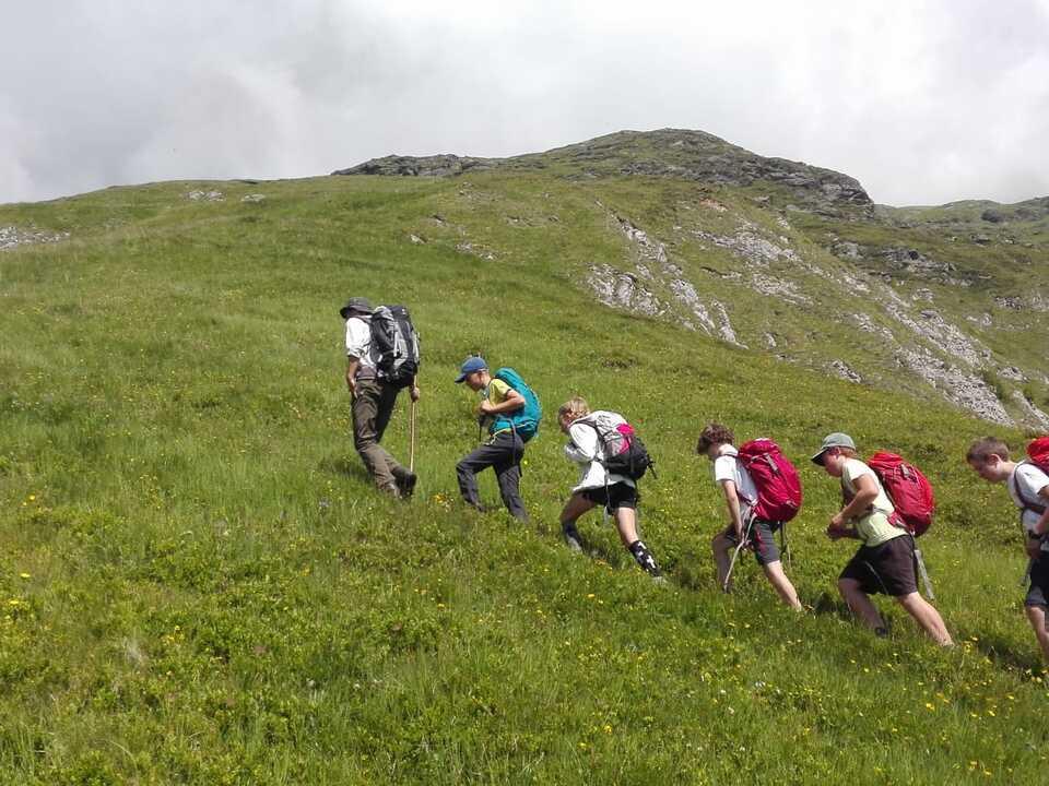 36 Millionen Gäste wurden in den elf Alpenländern 2017 gezählt Wandern Tourismus
