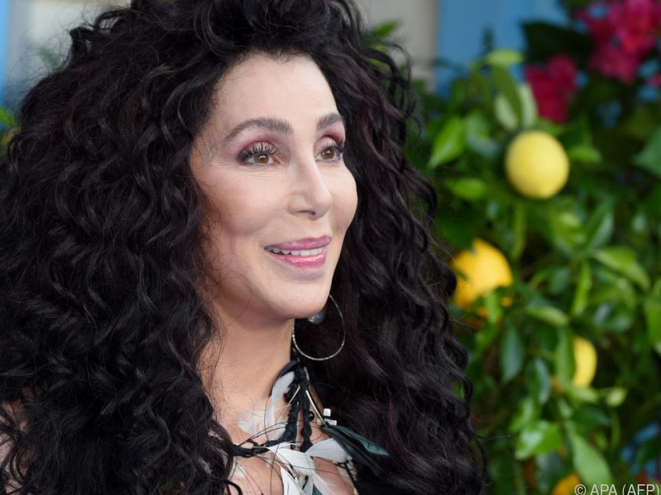 Cher ist bei \