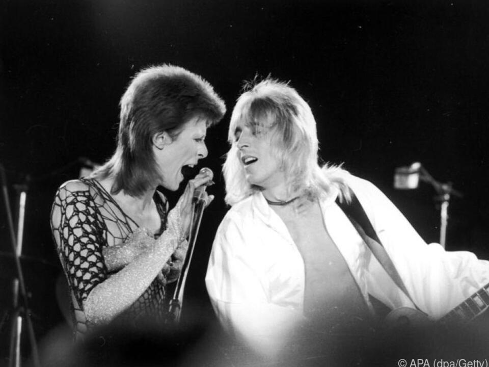 David Bowie leckte Mick Ronsons Gitarre