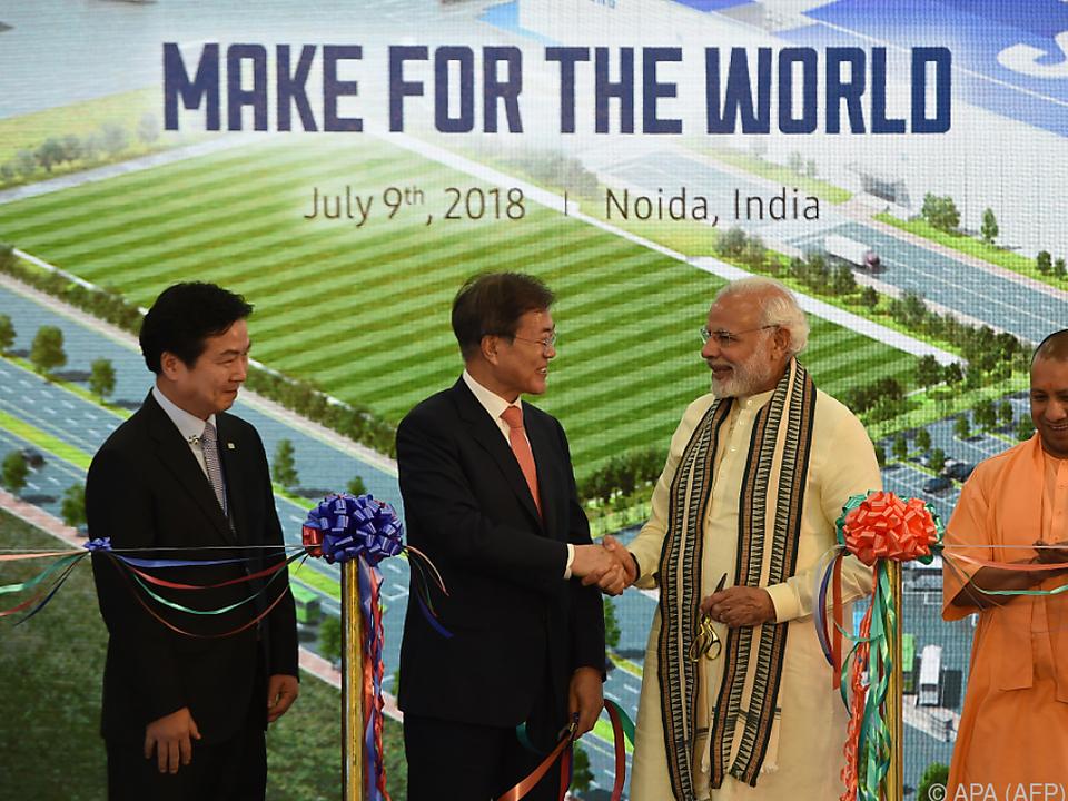 Die Fabrik wurde im Beisein von Südkoreas Präsident Moon eingeweiht