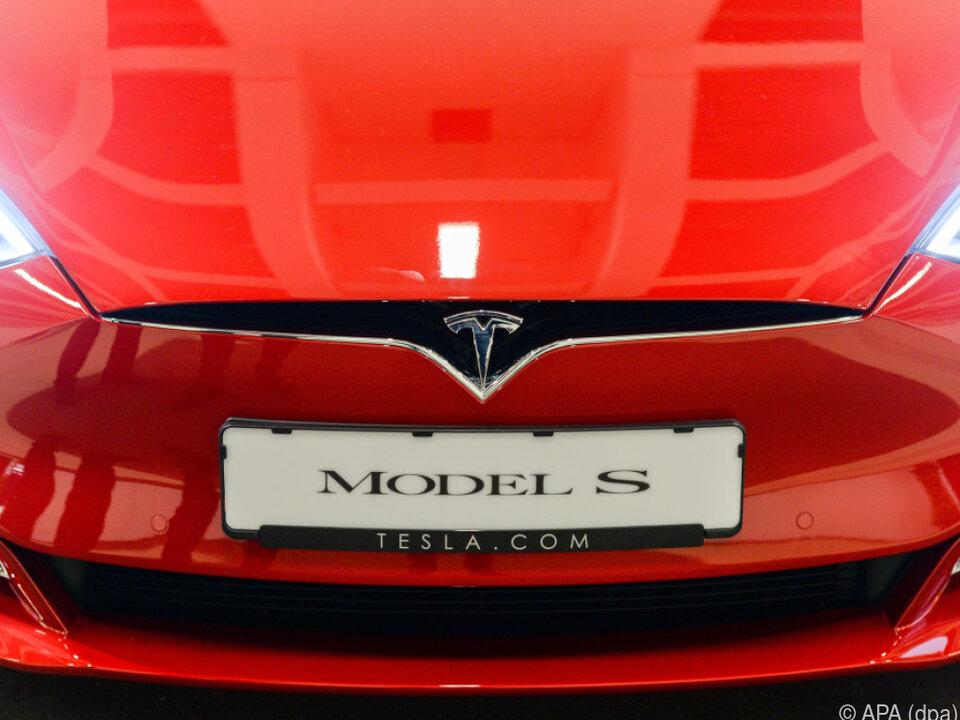 Die Geldforderung will Tesla als \