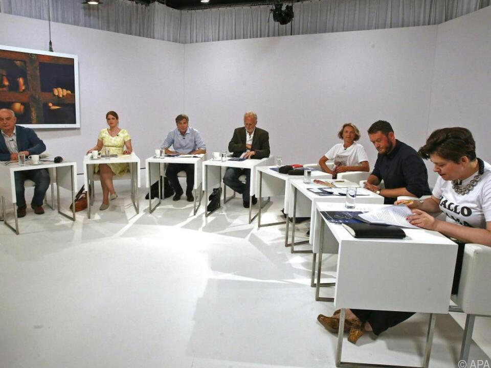 Die Jury-Mitglieder brüten über den Texten