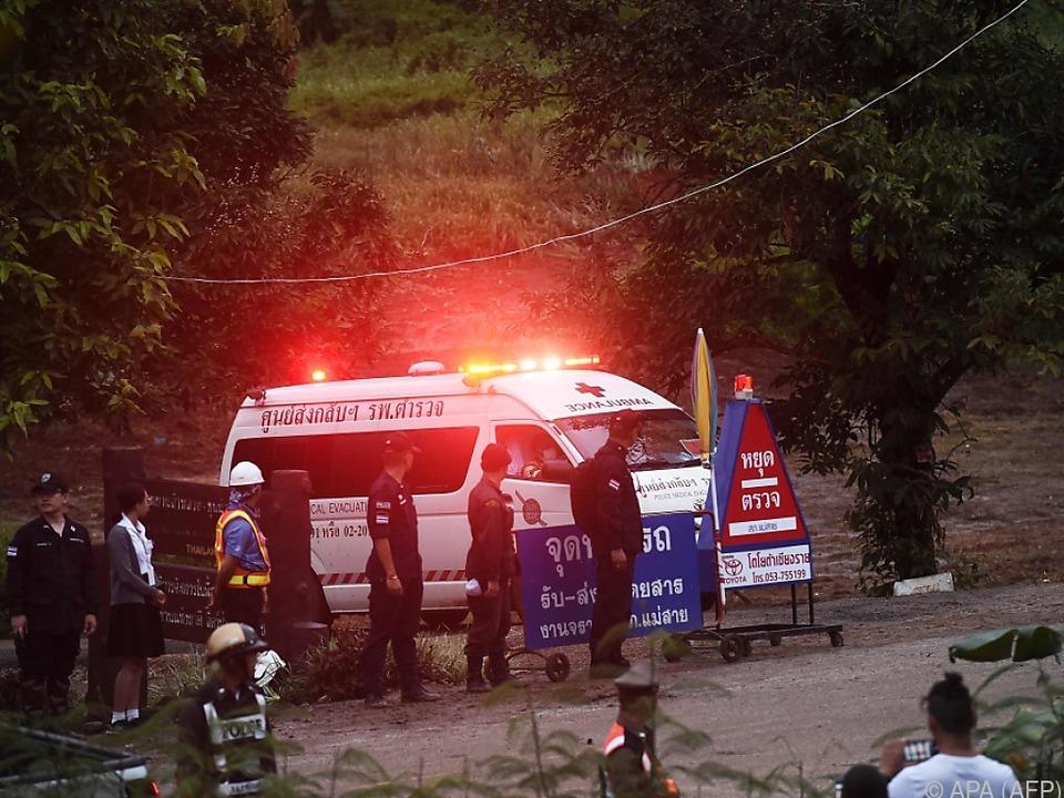 Die Kinder wurden in ein Feldspital gebracht