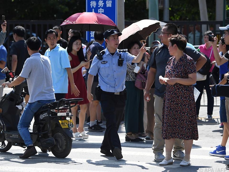Die Polizei beim Absperren des Geländes