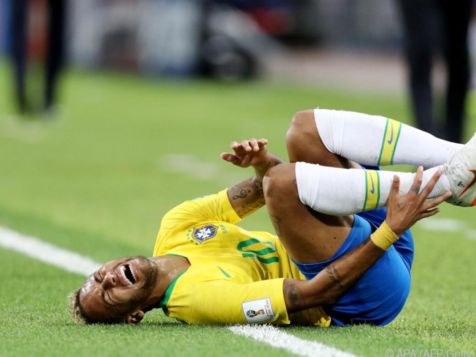 Erstmals räumt Neymar Theatralik ein