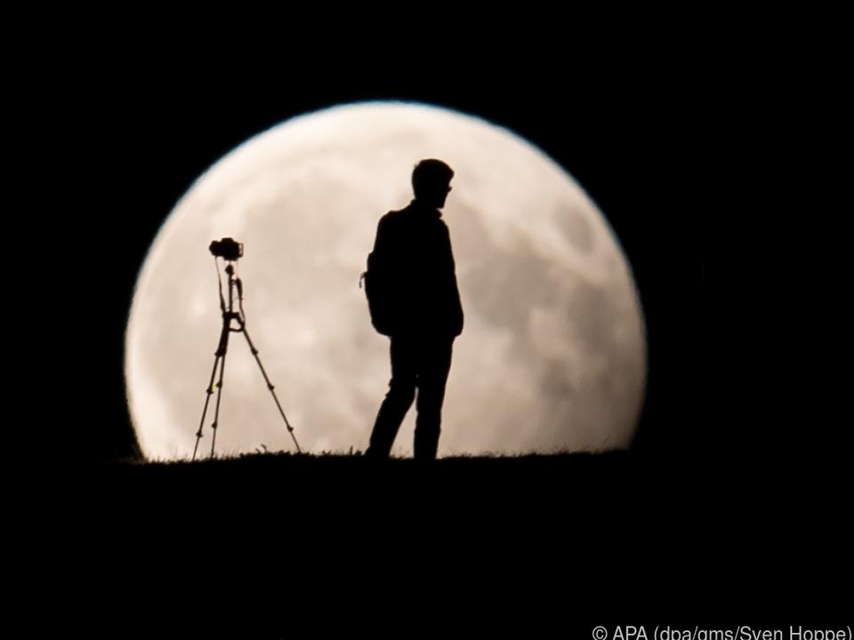 Für starke Fotos von der totalen Mondfinsternis braucht man ein Teleobjektiv