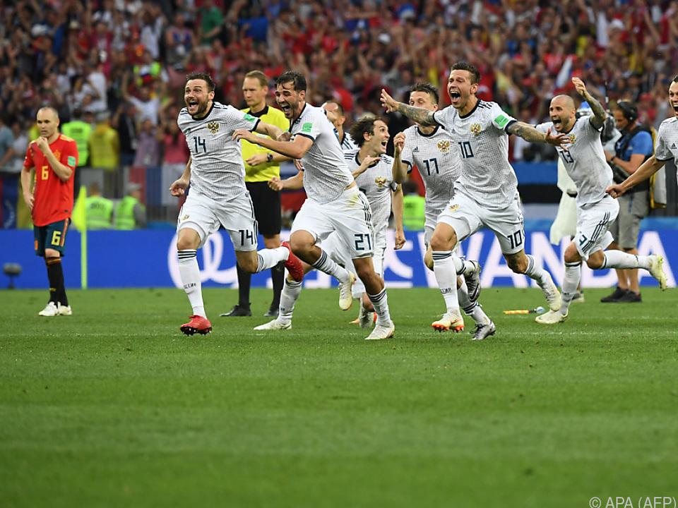 Gastgeber Russland steht überraschend im Viertelfinale