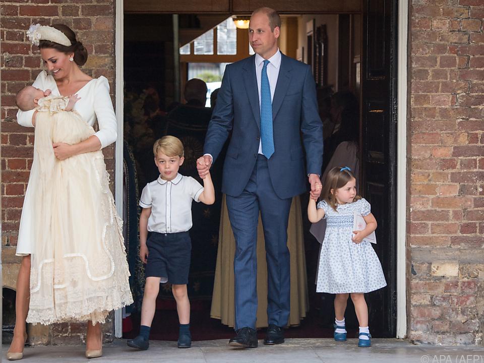 Herzogin Kate, Prinz William und ihre drei Kinder nach der Taufe