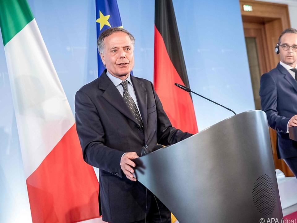 Italiens Außenminister will die Häfen vorerst offen halten