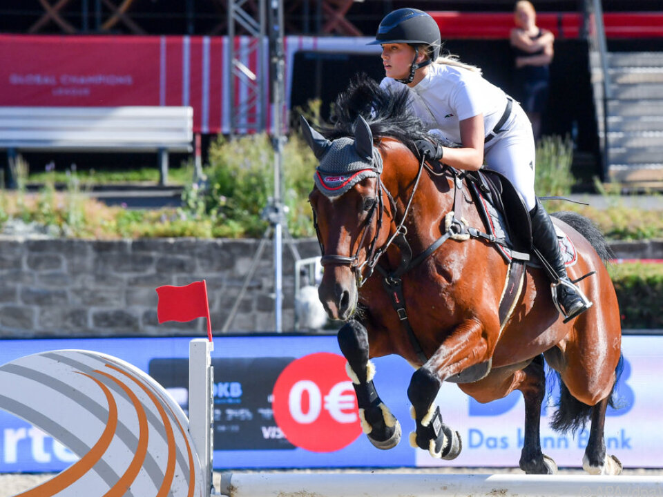 Luna Schweiger ist eine begeisterte Reiterin
