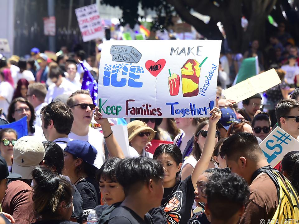 Massenproteste gegen Trumps rigide Einwanderungspolitik