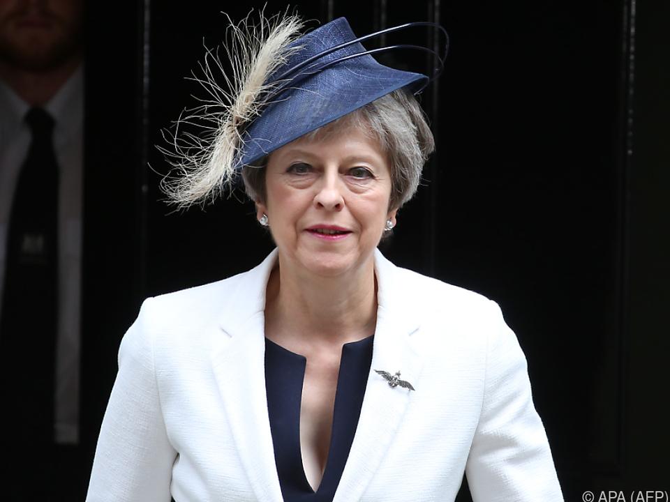 May im Machtkampf mit Brexit-Hardlinern