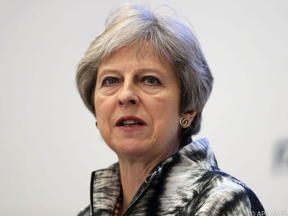 May sicherte sich mit Zugeständnissen die Unterstützung des Parlaments