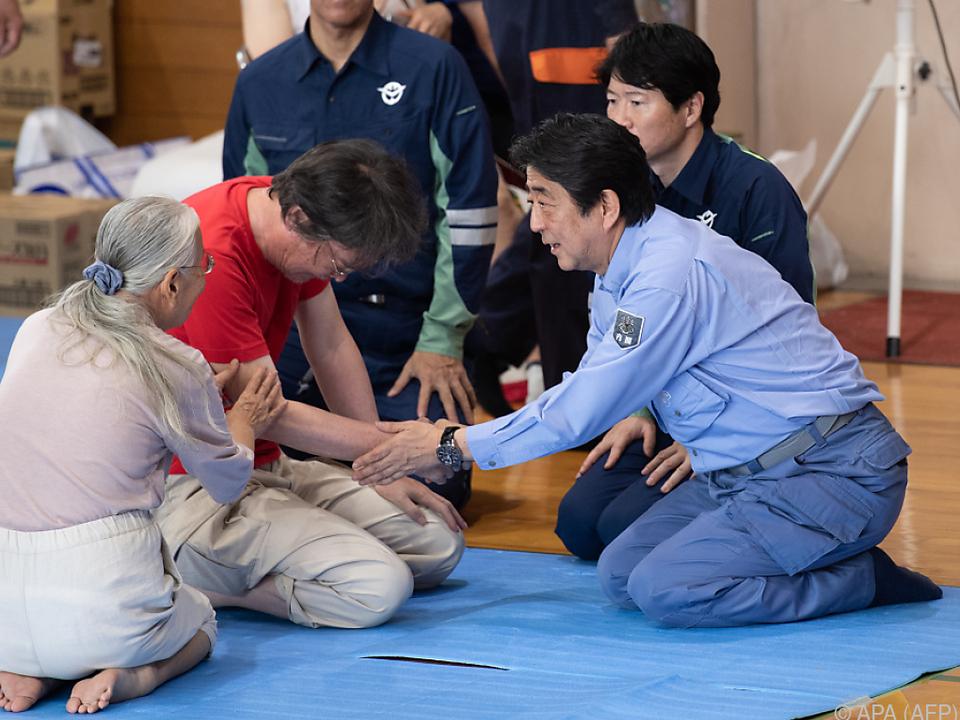 Ministerpräsident Abe sprach mit Betroffenen