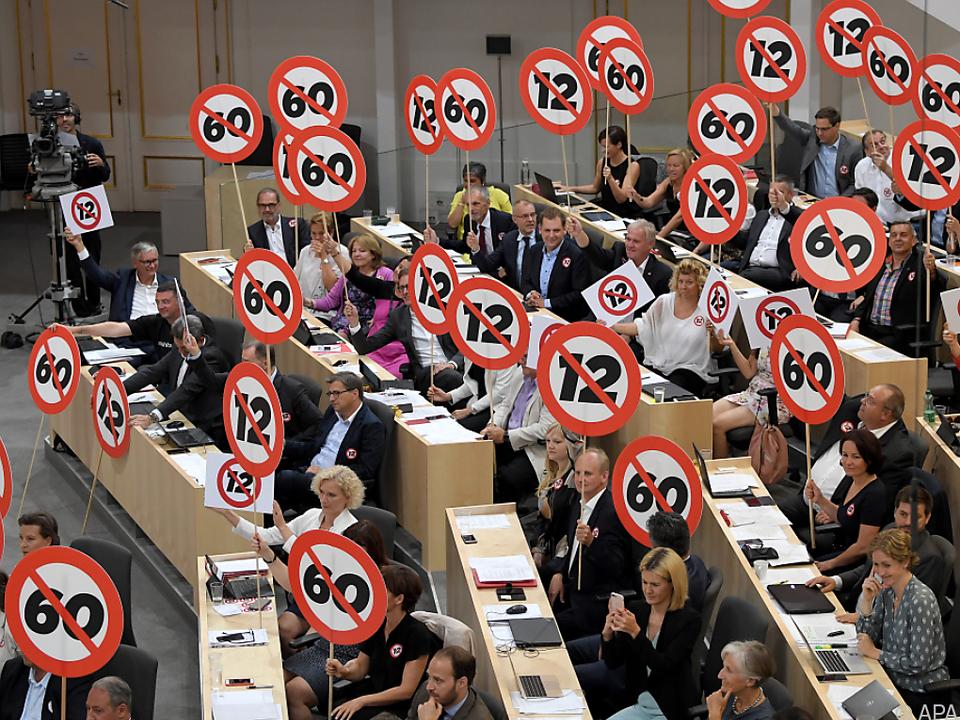 Opposition zeigt, was sie vom neuen Gesetz hält