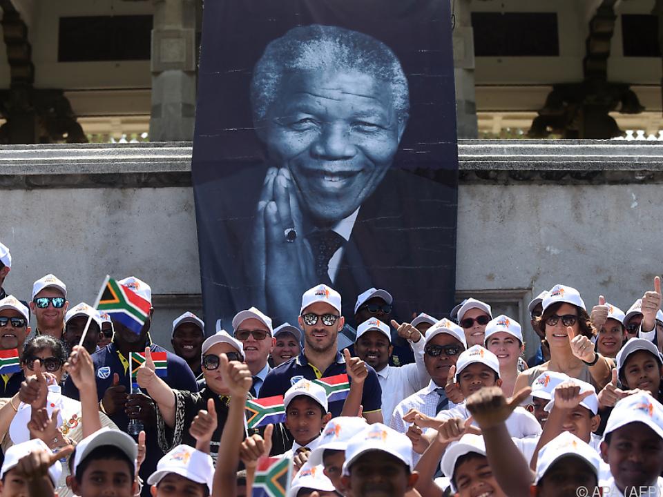Politiker und Bürger begangen den 100. Geburtstag Mandelas