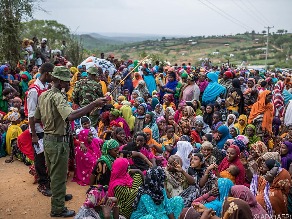 Rund 800.000 Menschen sollen auf der Flucht sein