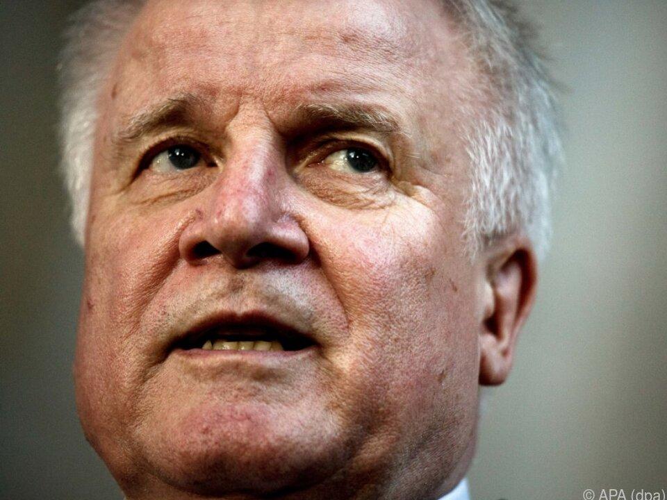 Seehofer risikiert einen erneuten Streit in der deutschen Koalition