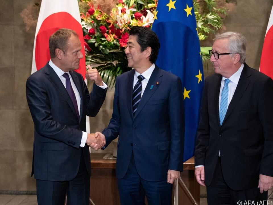 Shinzo Abe mit den EU-Granden Tusk und Juncker