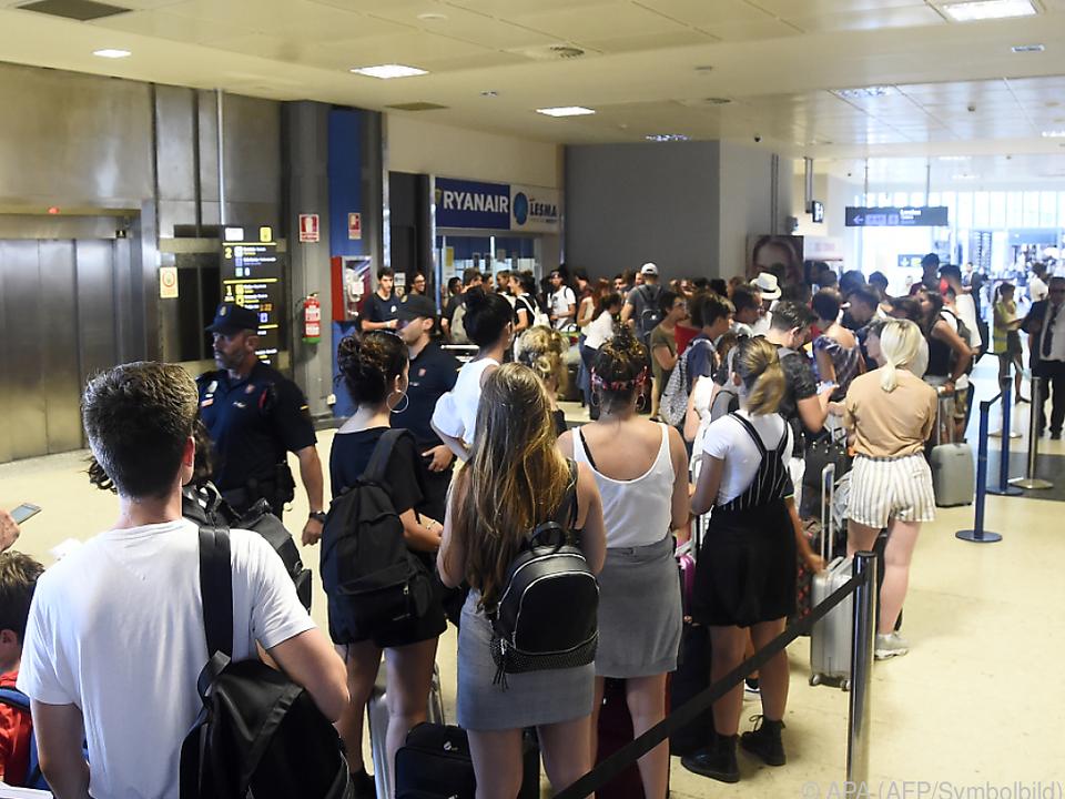 Tausende Passagiere sind gestrandet