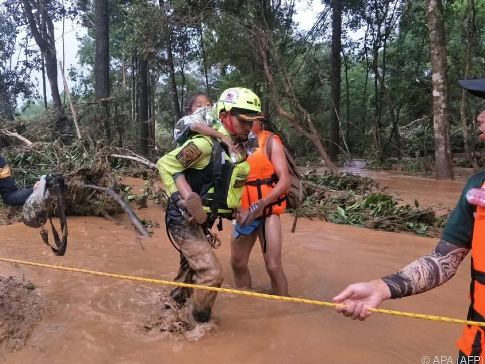 Thailändische Helfer auch in Laos im Einsatz