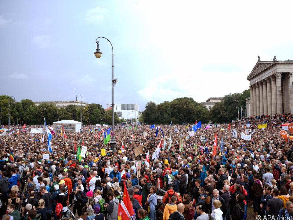 Zehntausende auf dem Königsplatz