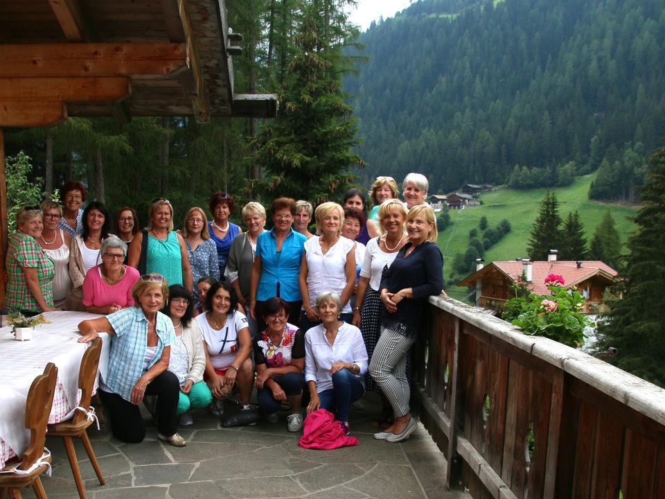 Die lvh-Frauengruppe mit Angelika Wiedmer, Bürgermeisterin von Mölten (2.v.r./2. Reihe)
