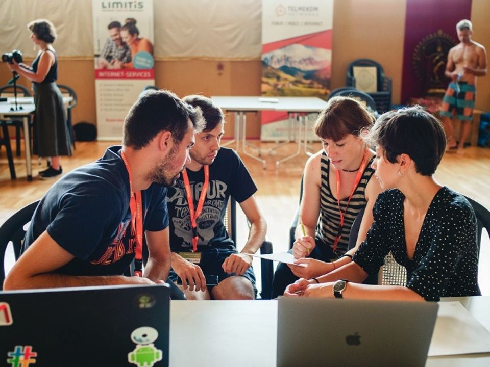 Summer Lido Hackathon© IDM-Philip_Unterholzner_working-team