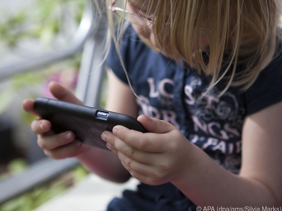 Auch Kindern fällt es schwer, das Smartphone wieder wegzulegen