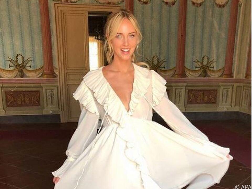 Auf Instagram präsentiert sich Ferragni schon mal im weißen Kleid