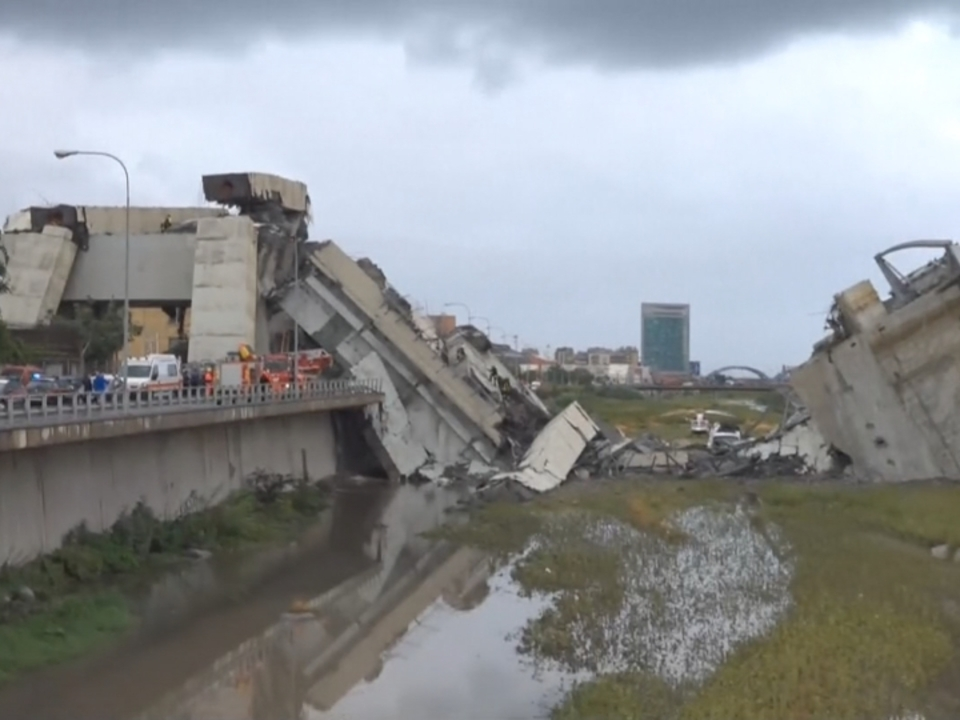 Brückeneinsturz in Genua: Dutzende Tote befürchtet