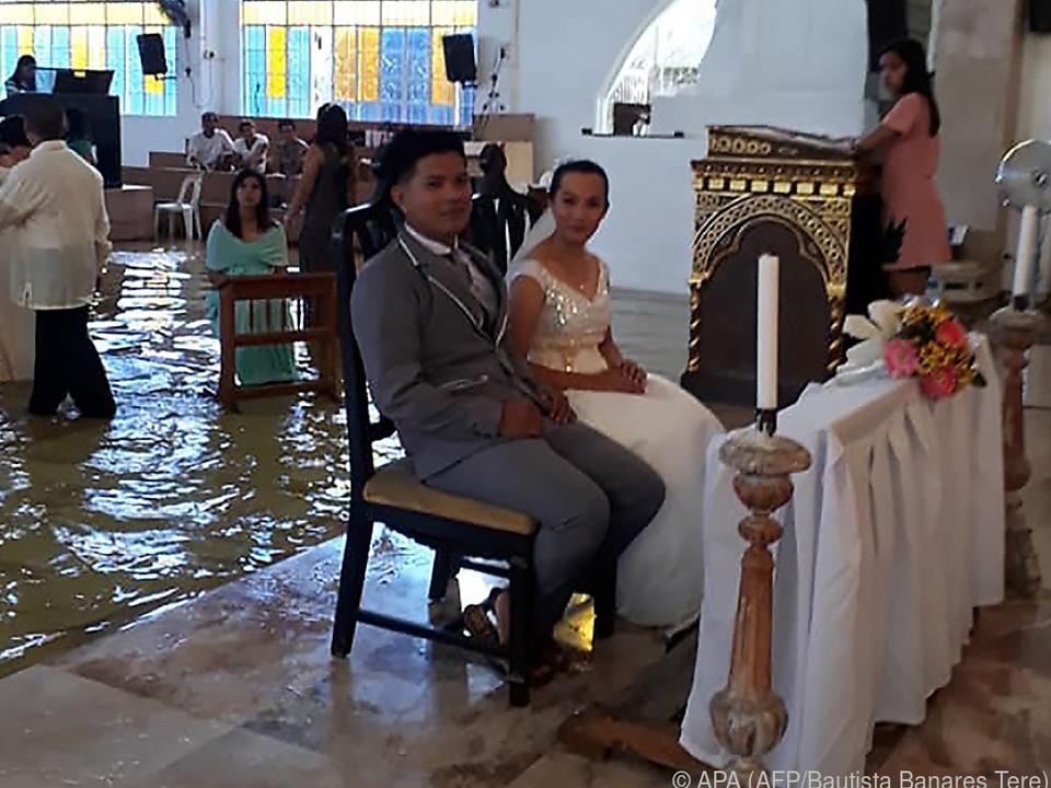 Das Brautpaar zog die Hochzeit durch