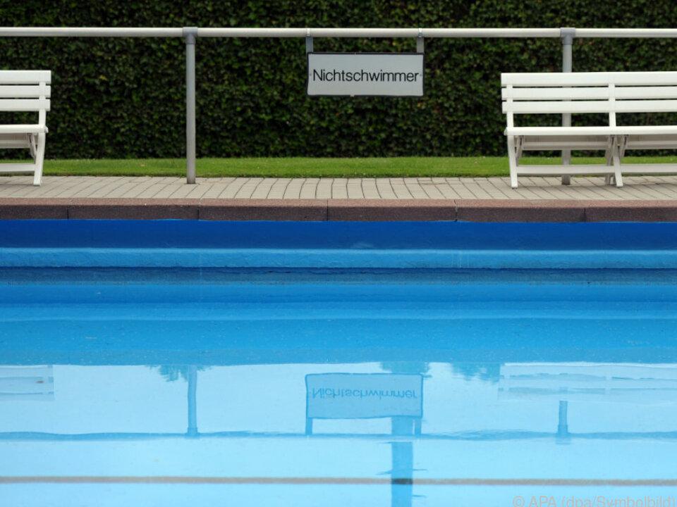 Der Bub spielte ohne Schwimmhilfe im 1,20 Meter tiefen Wasser
