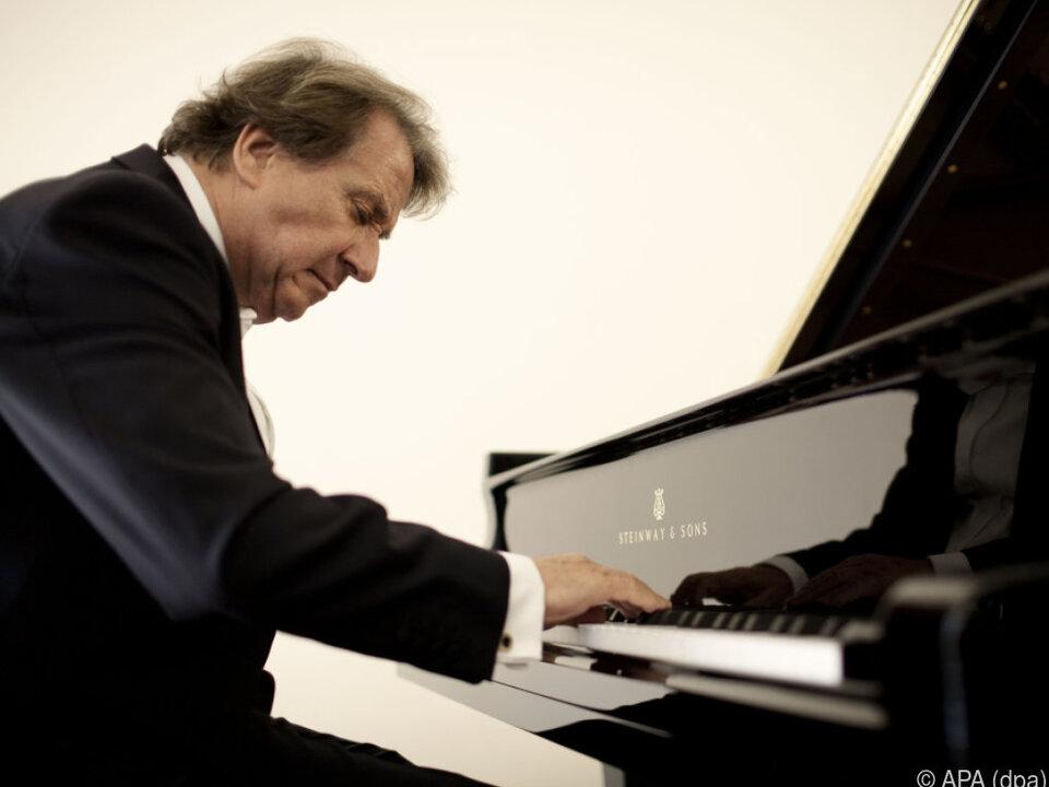 Der Pianist begeisterte mit Vitalität und Virtuosität