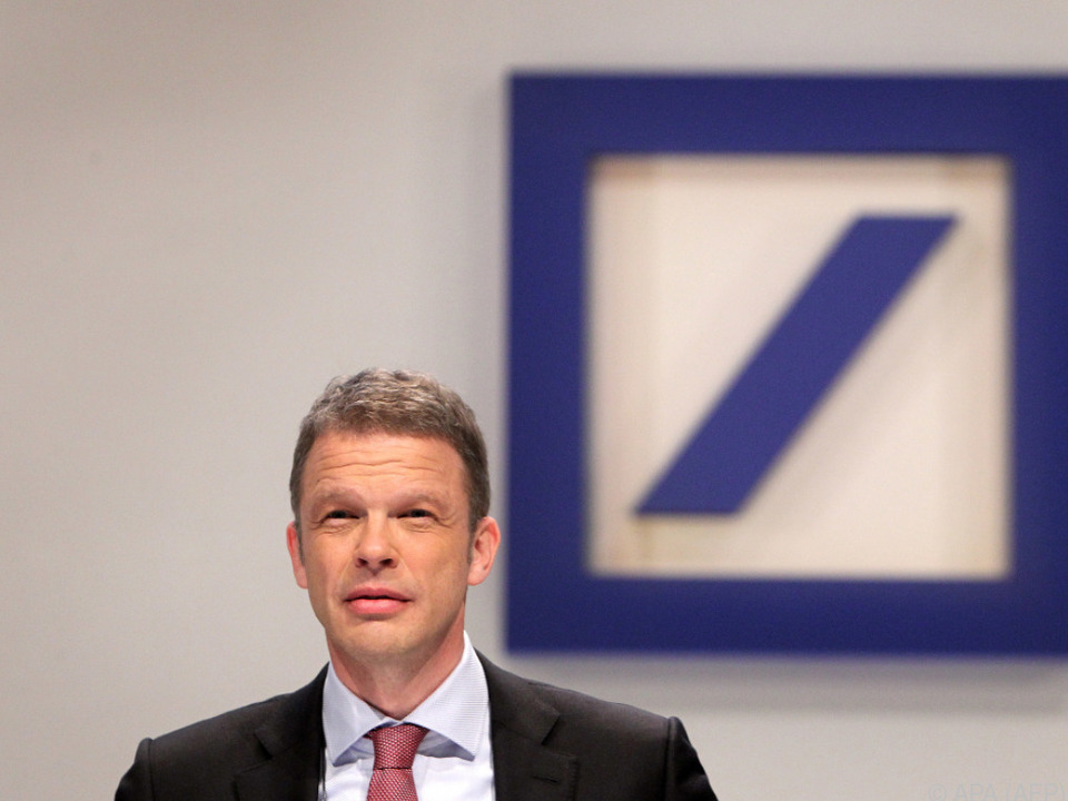 Deutsche-Bank-Chef Christian Sewing will die Kräfte bündeln