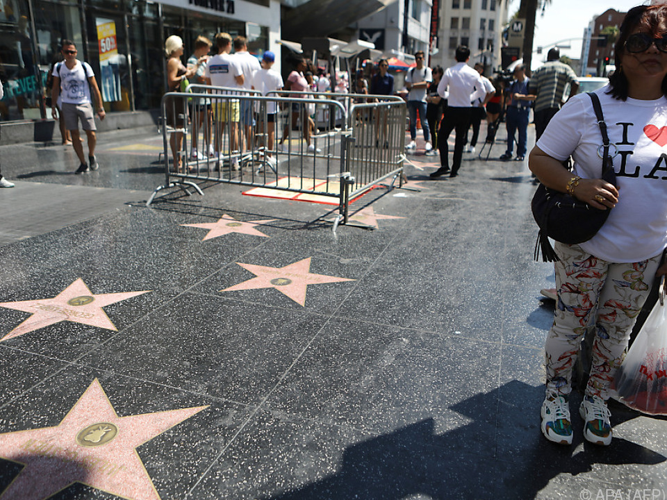 Die aufgeklebten falschen Trump-Sterne wurden entfernt