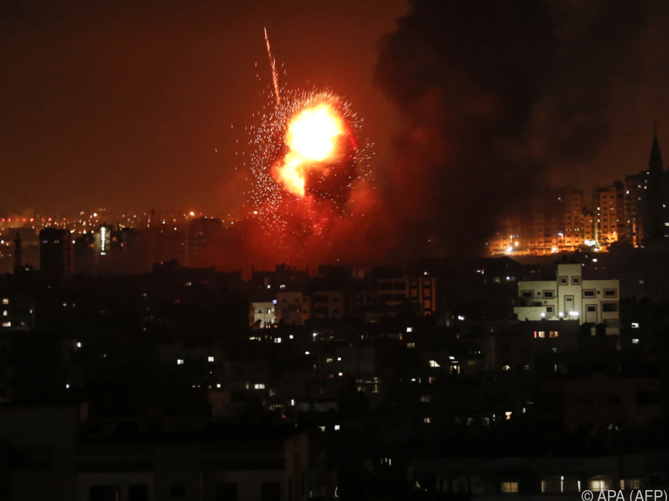 Die israelische Armee attackierte zwölf Ziele im Gazastreifen
