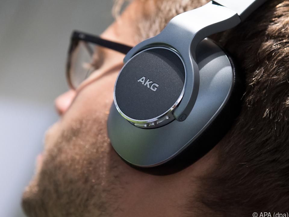 Der neue Kopfhörer N700 NC von AKG blendet die Umgebung aus