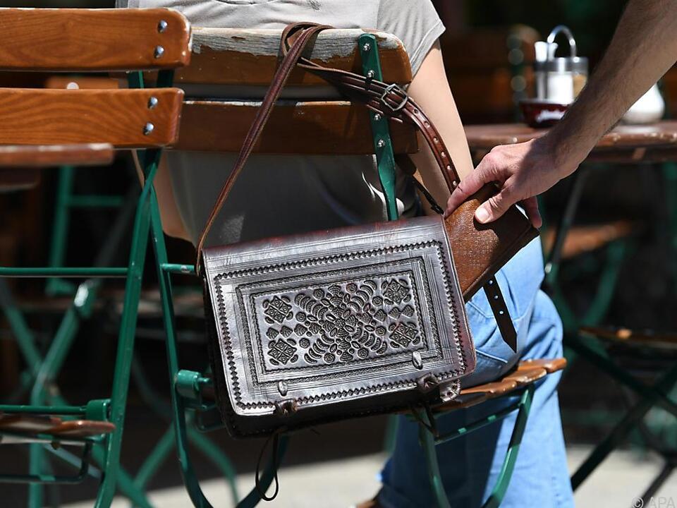 Die Kriminellen gehen zumeist äußerst geschickt vor taschendiebstahl diebstahl handtasche