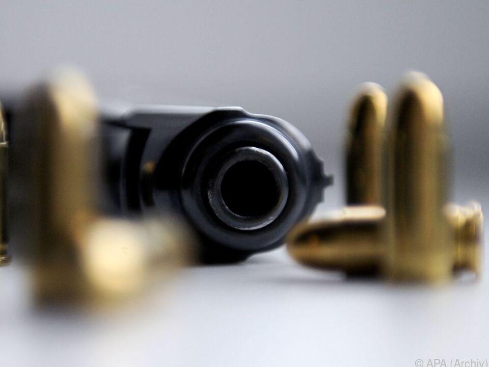 Die Suche nach dem Schützen verlief bisher ergebnislos pistole waffe patrone munition gewalt