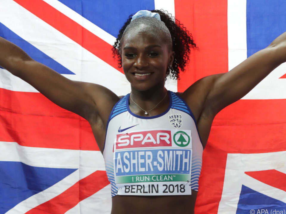 Dina Asher-Smith jubelt über den Sieg und die Goldmedaille