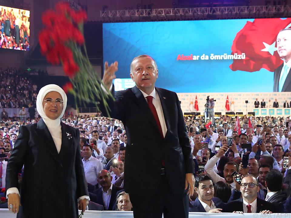 Erdogan sieht die Türkei vor allem von außen bedroht