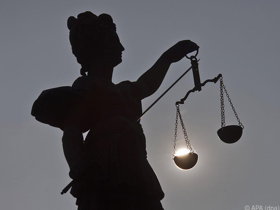gericht justiz gerechtigkeit sym Ermittlungsverfahren wurde noch nicht eingeleitet
